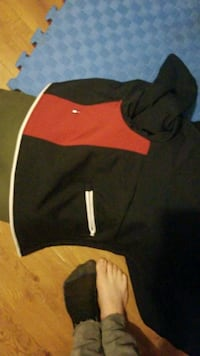 black and red Nike pullover hoodie 550 km