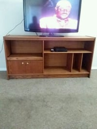 Tv entertainment stand  Zion, 60099
