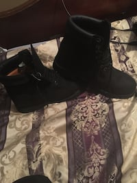 10.5 black timberlands