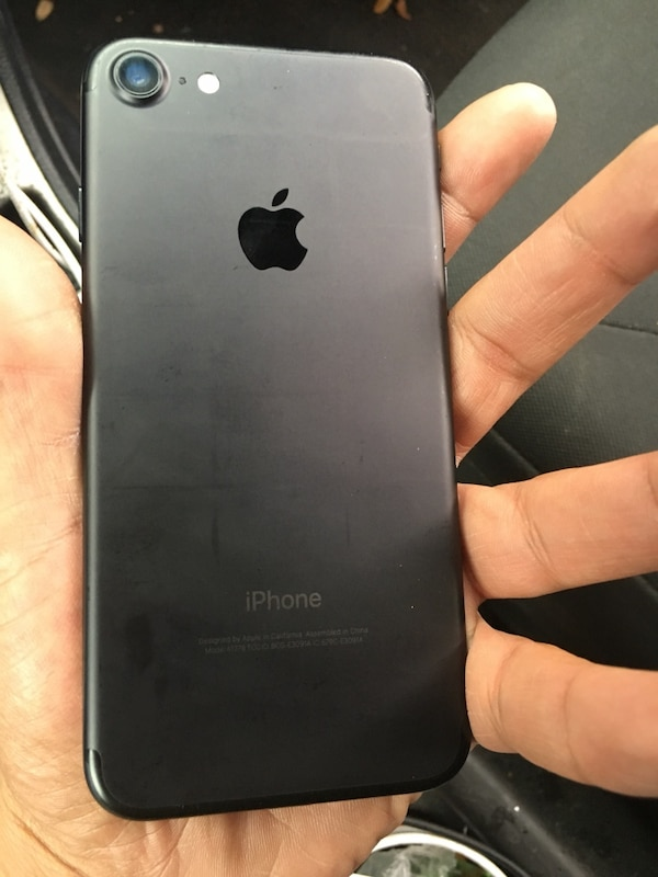 black iPhone 7