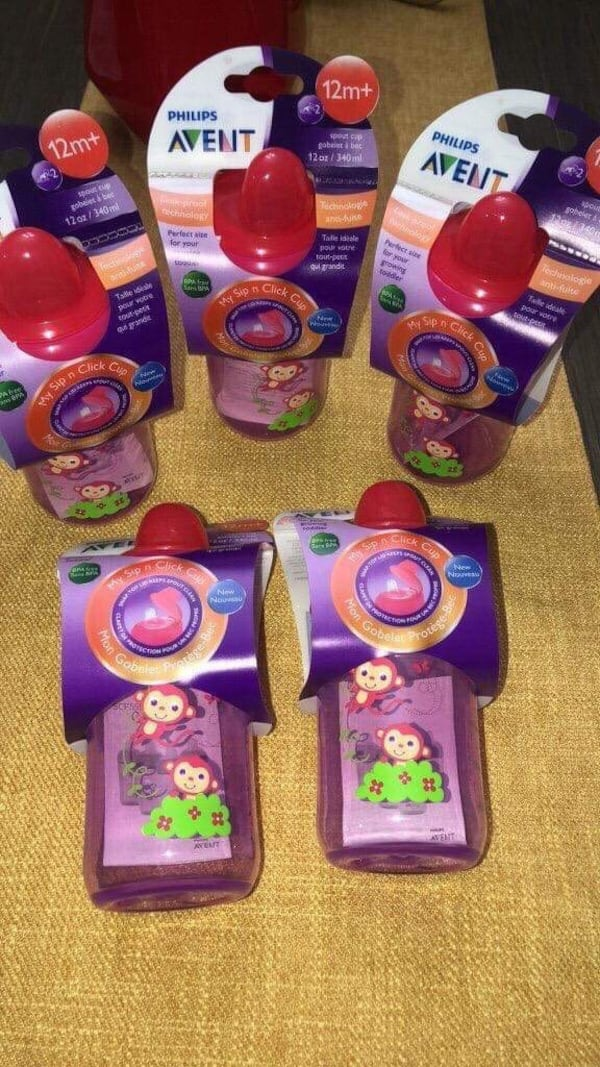 Purple and pink plastic toy f2c50dc7-b98f-4974-8265-b616eae1289d