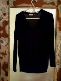 Aritzia small sweater North Vancouver, V7L 1G1
