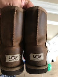 Real girls UGG boot fur lined size 1 Vaughan, L4H 0G6