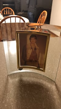 """Glass  photo frame. Holds a 3 1/2X5"""" picture. Plainfield, 60585"""