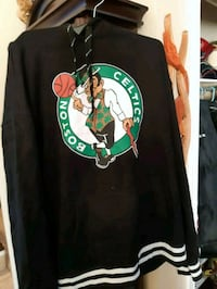 Boston celtics hoodie size large  Shearwater, B0J 3A0