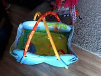 Kids play mat and bag of hanging toys  Beaumont, T4X