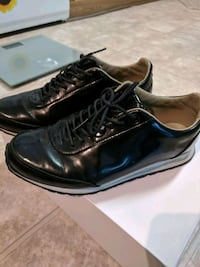 lacoste leather in good condition size 6.5  Coquitlam, V3J 2L8
