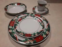 Set of 8 Xmas dishes plus additional Calgary, T3G 1M1