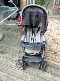baby's black and gray stroller Akron, 44312