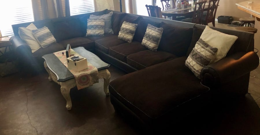 Couch/Sectional 71d1e811-6724-45a2-8922-3a0c91b5486a