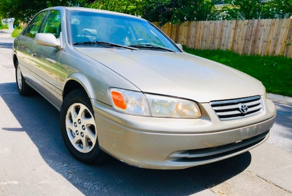 2000 Toyota Camry LE' Cold Ac Clean title Classic Year Best Brand