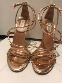 Pair of gold-colored Steve Madden heels size 7 Central, 70739