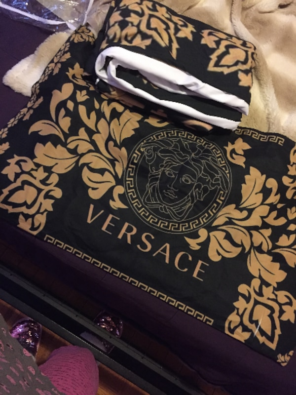 Used Couvre Lit Versace For Sale In Laval Letgo