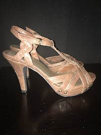 Women's guess high heels size 7.5 Calgary, T2A 7R1