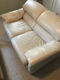 Leather Love Seat Kitchener, N2H 2H8