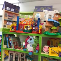 Dollhouse and toys for kids n9 Toronto
