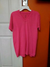 Pink v neck shirt Cincinnati, 45238