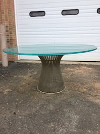 Luxury-class Glass top round table with metal base Clark, 07066