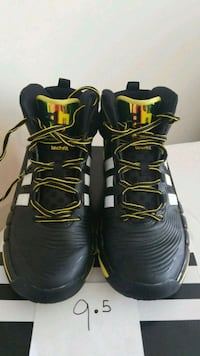 pair of black-and-yellow Nike basketball shoes Elkton, 21921