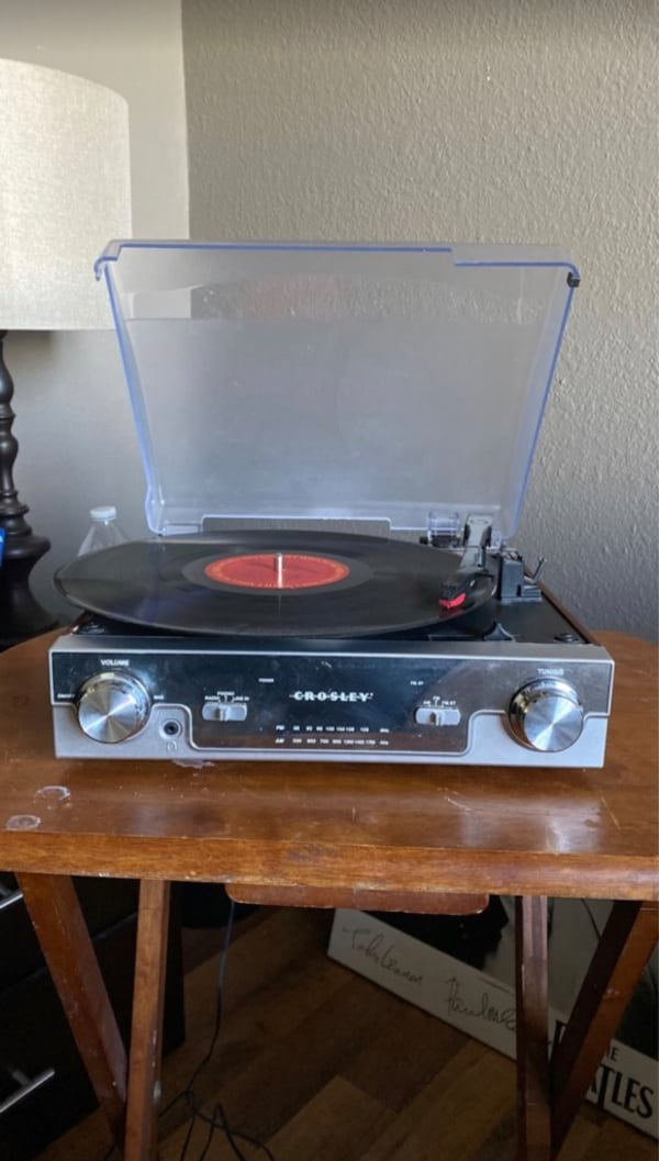 Crosley record player  220bade5-2a34-4386-af58-c80e32abf69a