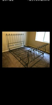Pier 1 King Iron Bed & Bench  Columbia, 21046