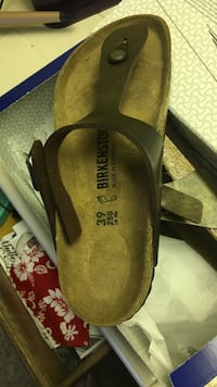 pair of brown suede flats Hollister, 95023