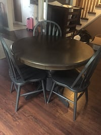 round dining table with 3 chairs. must go!!! (first comes first serve) Barrie, L4N 7E5