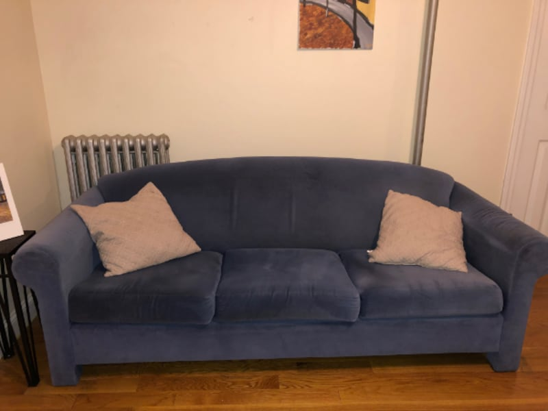 Couch 8044fd82-69fe-48a4-83d7-04faf178044e