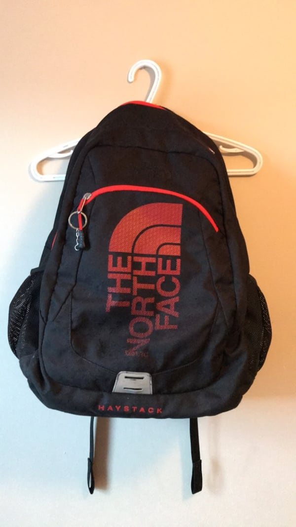 North Face Backpack 131ff159-fa76-4cec-9bbc-4326bdcf28a9
