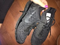 Nike black runners woman Winnipeg, R2M 1G1