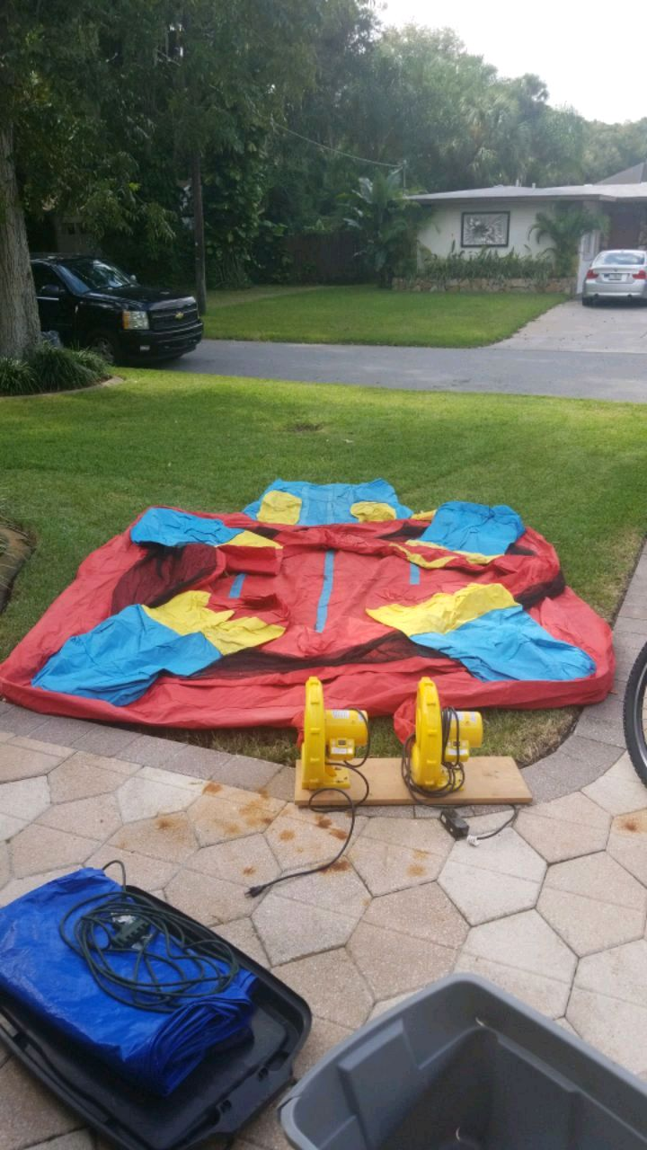 Photo Smaller kids air bounce house with blowers