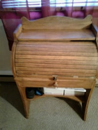 Brown mini roll up desk whit one drawer in good co Hagerstown, 21740
