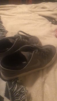 pair of black Nike low-top sneakers Bakersfield, 93314