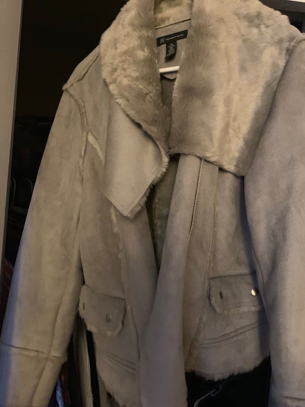 Faux Shearling in great condition XL 1a37a3d5-69f9-427b-a0ee-06e55813c5e2