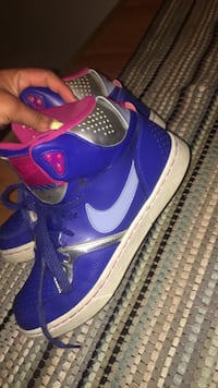 purple-and-white Nike Air basketball shoes
