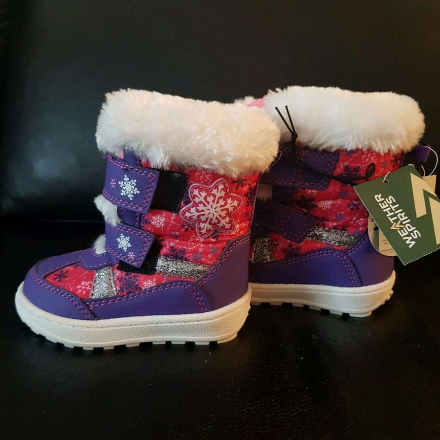Brand new girl snow boots with tag