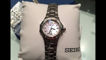Round silver seiko analog watch with link Band