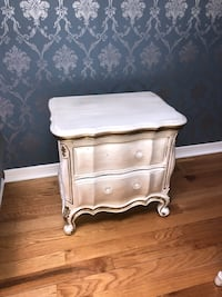 FRENCH PROVINCIAL SIDE TABLE PEARL  Wood Dale, 60191