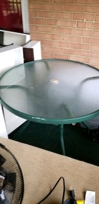 Swing/Table/4 Chairs Suitland-Silver Hill