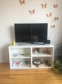 flat screen television with white wooden TV stand Montréal, H3G