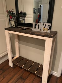 Farmhouse style - Entry table Kitchener, N2N 1Y5