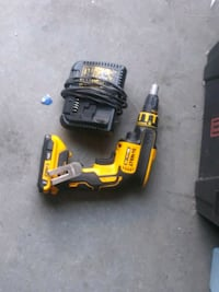 Drywall dewalt tool and charger