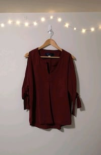 Burgundy split sleeve top Toronto, M1L 1V6
