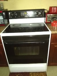 MUST GO TONIGHT!! Black and white induction range oven 791 mi