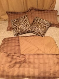 Brown queen size comforter with pillow shams and bed skirt Milwaukee, 53209