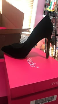 Unpaired women's black suede stiletto East Brunswick, 08816