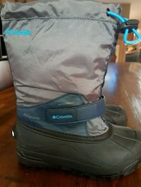 Columbia Boys size 2 winter boots