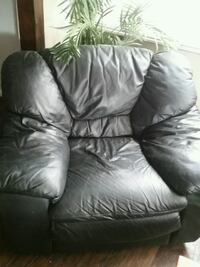 Black leather chair Baltimore, 21206