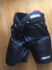 Nike Bauer Supreme Junior (Large) Hockey Pants, Excellent Condition, worn 4 or 5 times Ottawa, K2K 1X7