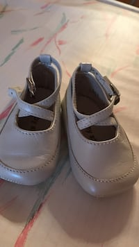 Baby's off white 0-6m shoes  Vaughan, L4L 5B8